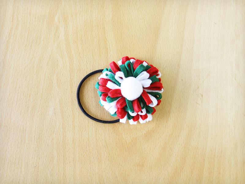 フェルトで作るクリスマスカラーの髪飾り