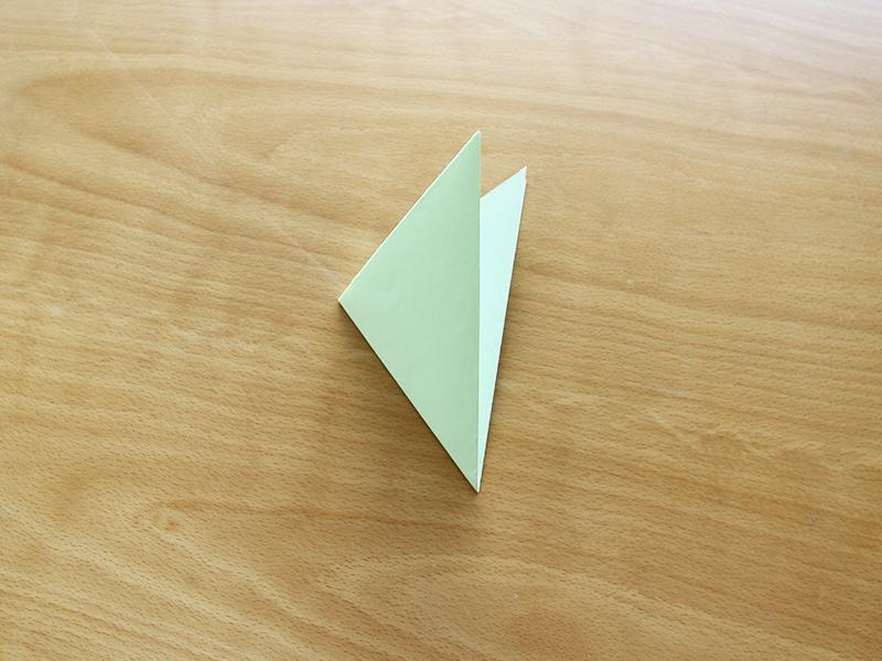 折り紙を適当に折る
