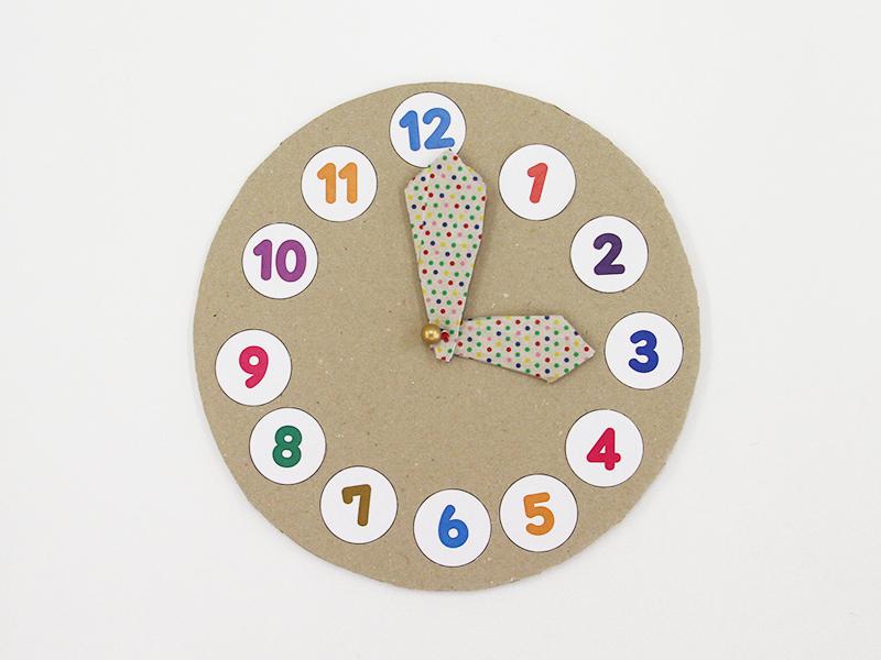 段ボールで作った時計です