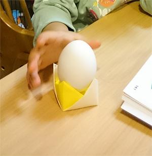 折り紙の卵立て
