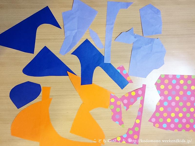 折り紙を切り分けます